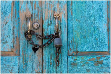 door-locked-with-chains